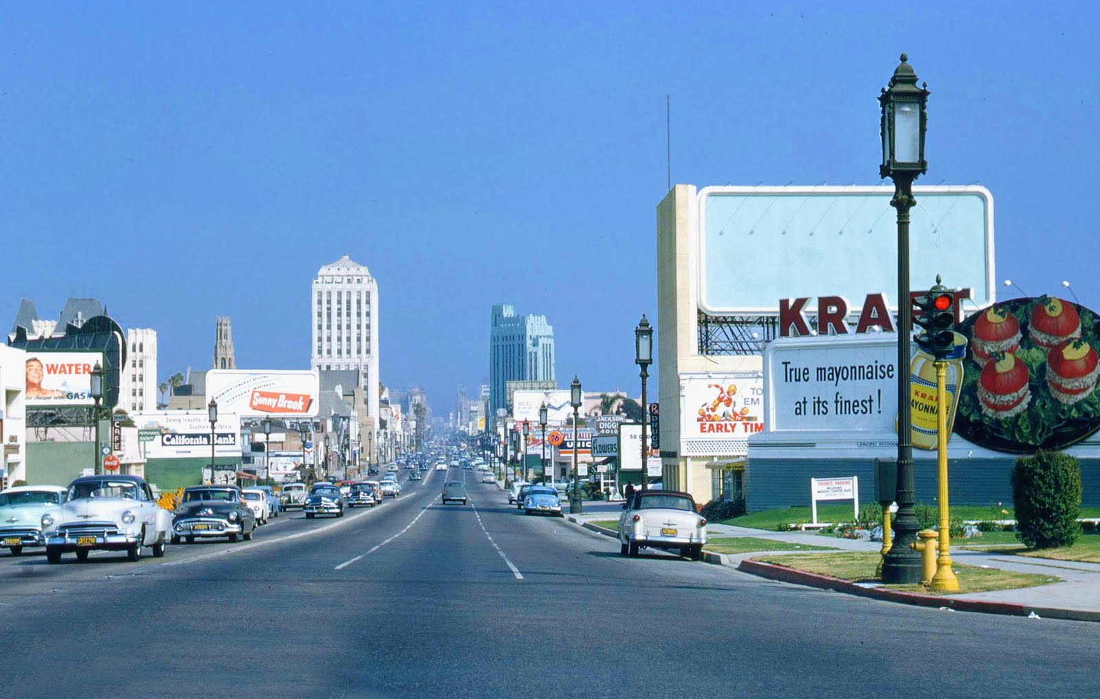1954 Los Angeles looking down Blvd